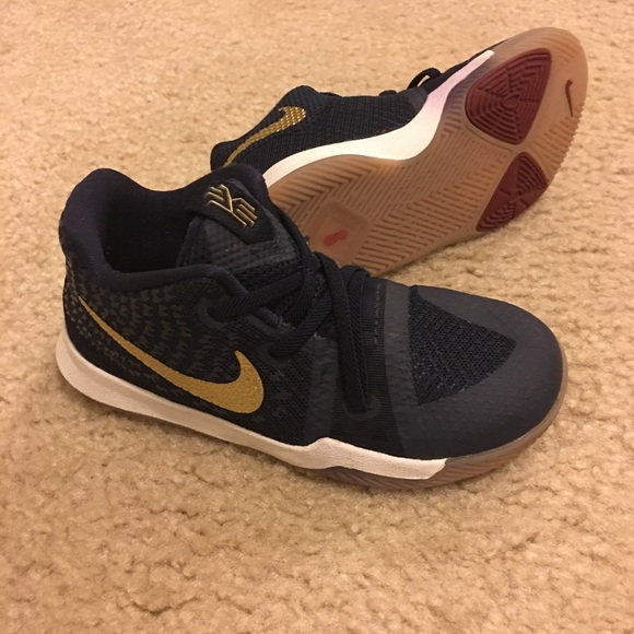 official photos 5dbc2 0b279 Size 10, Kyrie 3 Navy Blue and gold.